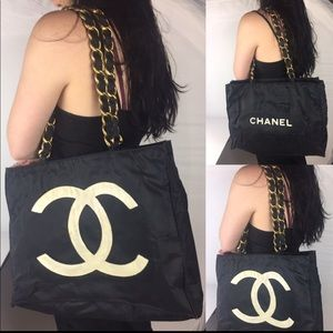 ❤️FIRM❤️JUMBO TOTE BY CHANEL